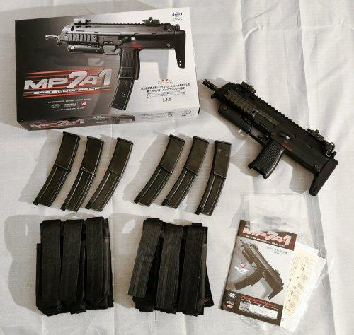 Tokyo Marui MP7A1 GBB PDW (Black) with 6 mags and Mag